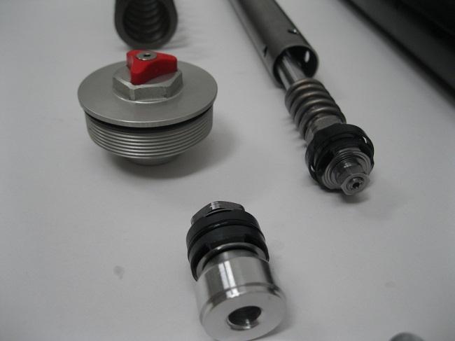 ktm-1290_-super-duke-fork-mods-wp-ohlins-revalving