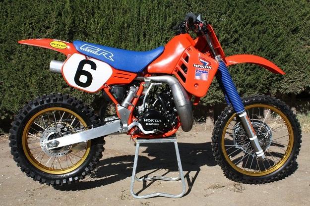 Honda_CR250_1986_David_Bailey_replica_19434