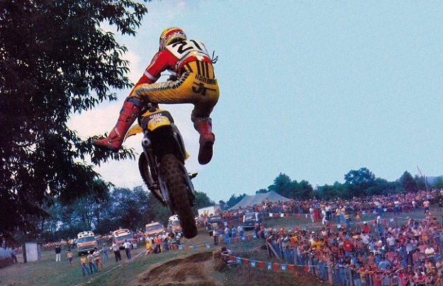 s1200_1979_Bob_Hannah_flying_a_the_Unadilla_250_USGP